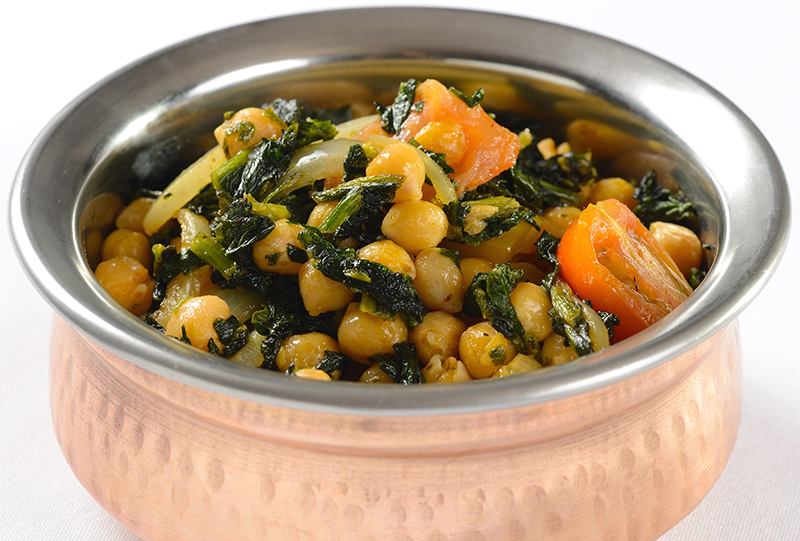 saag chana in copper bowl