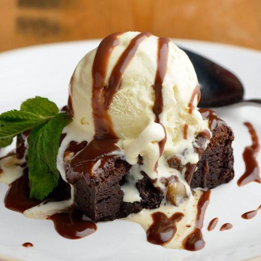Praline chocolate brownie with vanilla ice cream