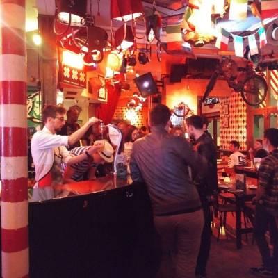 busy bunga bunga restaurant